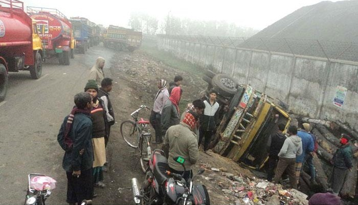 Two men killed as truck overturns in Dinajpur