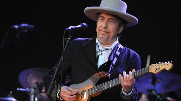 Nobel panel gives up knockin' on Dylan's door