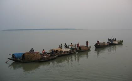 17 fishermen held in Bhola for violating ban
