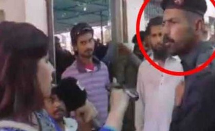 Pak constable slaps woman reporter, fires shots in air (watch video)