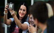 Katy Perry visits UNLV dorms, urges students to vote Clinton
