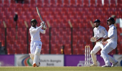 Bangladesh to score 33 more to win, England two wickets