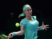 Svetlana Kuznetsova cuts her own hair in win over Agnieszka Radwanska (watch video)