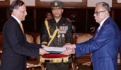 New Pak envoy presents credentials
