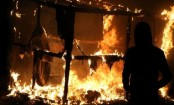 Fires raze parts of Calais 'Jungle'
