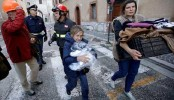 Hundreds flee quake in Italy