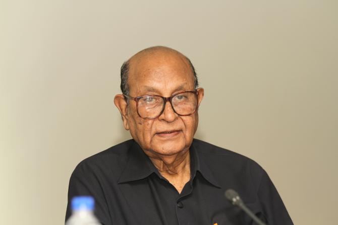 Nasim visits ailing Dr M R Khan