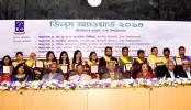 30 DU students, 3 teachers get Dean's Award