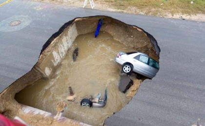 Texas sinkhole swallows two cars, killing a sheriff's deputy (video)