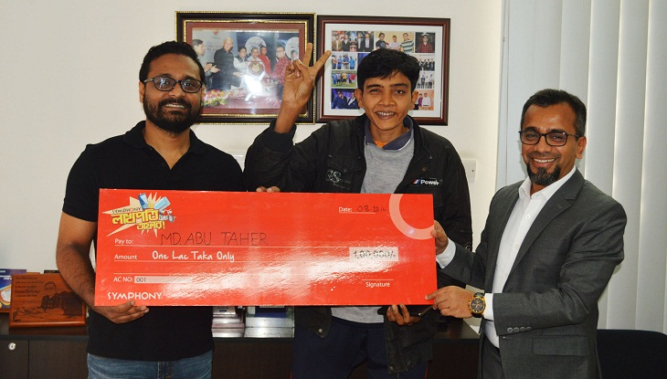 """Man wins Lakh taka under the """"Symphony Lakhpoti Offer"""""""