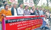 Garment Sramik Trade Union Kendra forms a human chain