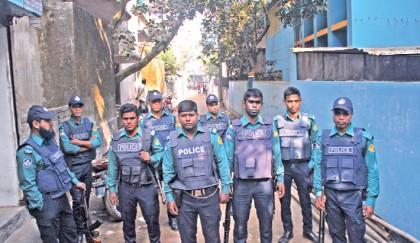 Hunt on for top militants