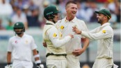 Aus v Pak: Pakistan stumble in final-day tussle as Lyon takes three