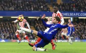Chelsea 4-2 Stoke City: Willian brace helps Blues claim 13th win in a row