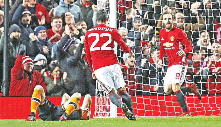 Mata, Fellaini give Man Utd League Cup edge