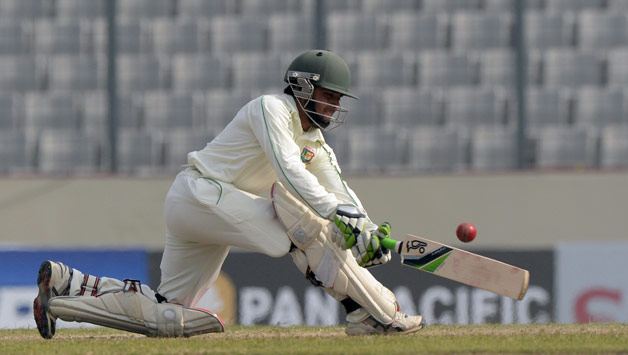 Bangladesh build with Mominul fifty