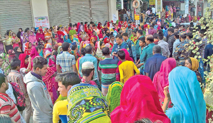 RMG workers block highway for payment of arrear