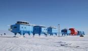 Huge ice crack in Antarctica forces scientists to flee