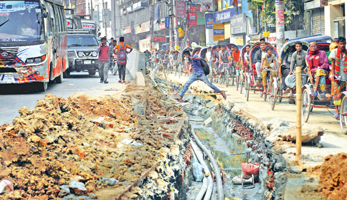 Unplanned road digging adds to city's traffic woes