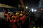 India train crash: Death toll rises to 32