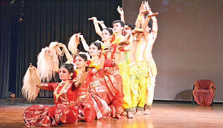 Kolkata-based dance troupe delights Dhaka audience