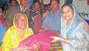 Barrister Tureen distributes blankets in Nilphamari