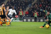 Oumar Niasse earns Hull second-leg win but Manchester United reach EFL Cup final