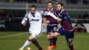 Juventus wins 2-0 at Crotone; 9-man Milan beats Bologna 1-0