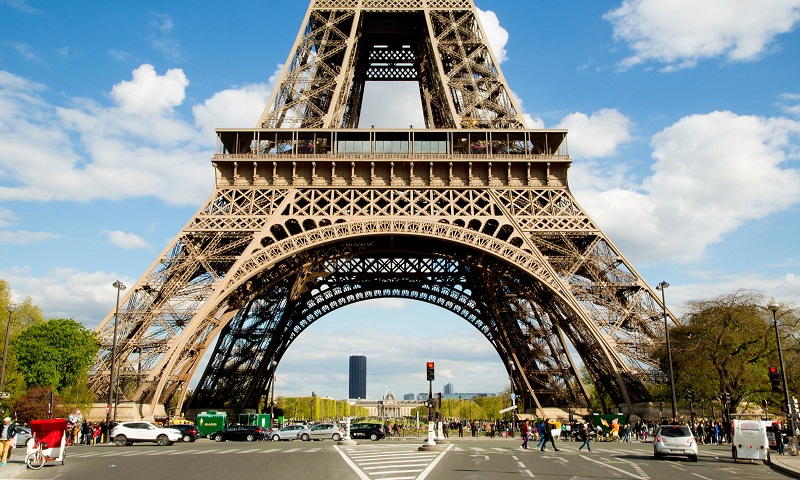 Paris to build protective glass walls at the Eiffel Tower