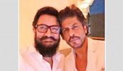 Shah Rukh, Aamir take first selfie in 25 years