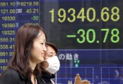 Asian stocks fall amid Trump trade policy fears, strong yen