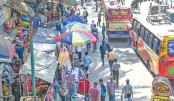 Hawkers rule Ctg footpaths despite drives