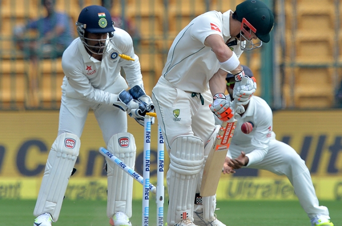 Jadeja nabs Renshaw to lift India hopes