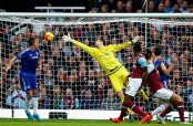 Hazard, Costa ease Chelsea past West Ham