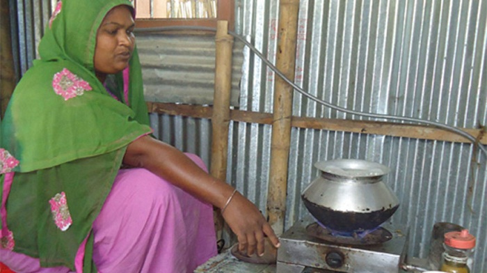 Biogas changes life in Gaibandha