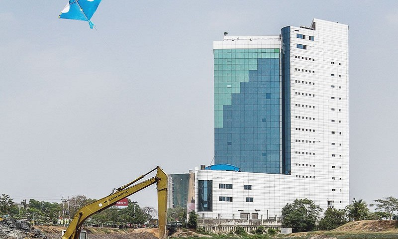 BGMEA gets 6 months to demolish building