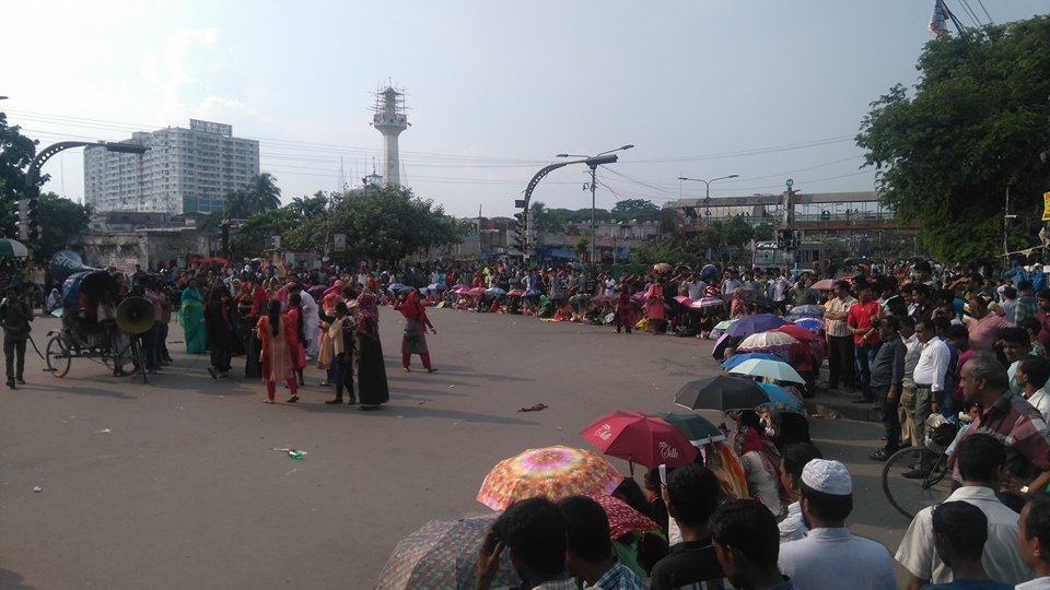 Home Economics College students block Nilkhet intersection