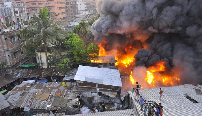 250 shanties gutted in Karail slum fire