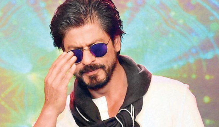 Shah Rukh's car injures photographer in suburban Juhu