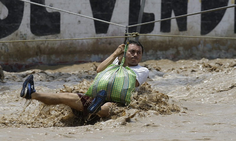 El Nino floods: Death toll climbs to 67