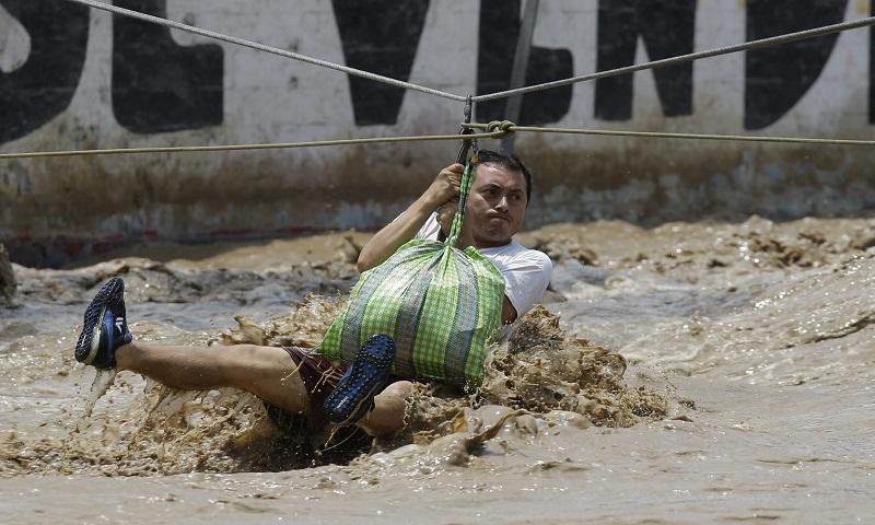 El Nino floods: Death toll climbs to 67