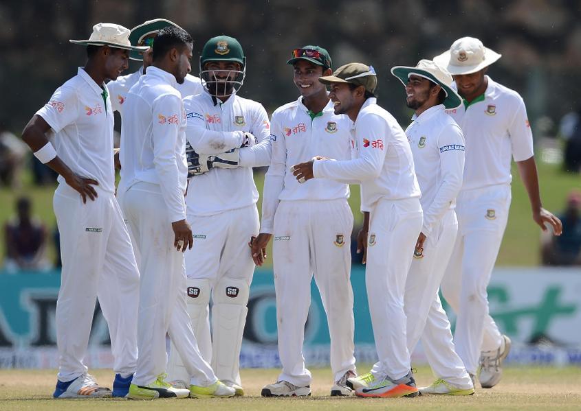 Perera departs after hitting fifty, Sri Lanka 318/9