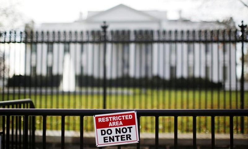 Man arrested after driving to White House gates