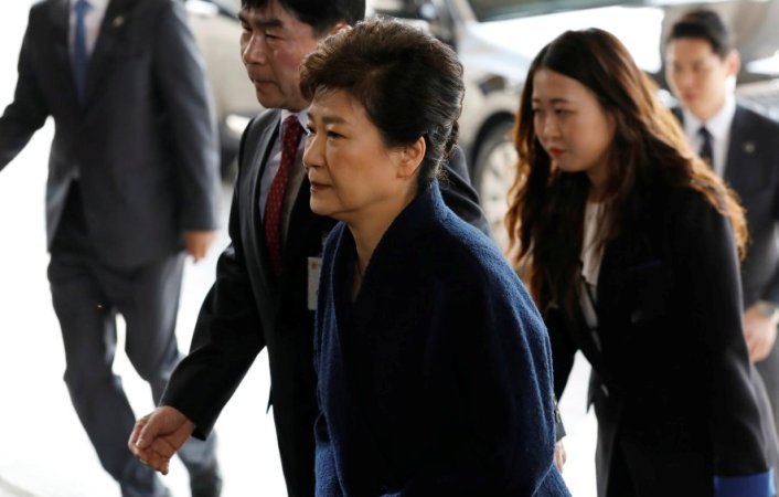 Ousted S Korean President Park Geun-hye faces prosecutors