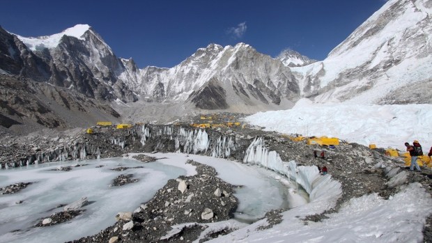 Expeditions to send huge trash bags to clean Mount Everest