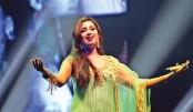 Shreya Ghoshal rocks Dhaka audience
