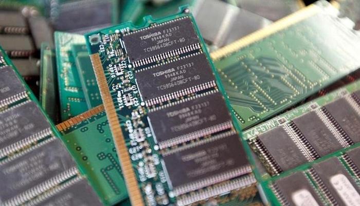 Google, Amazon eye Toshiba's chip unit: report