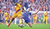 Palace stun Chelsea,  Spurs close gap