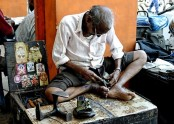 Indian cobbler gets income tax notice for 'Rs 10 lakh bank deposit during noteban
