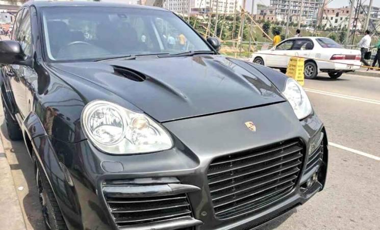 Customs seize Luxurious Porsche car dumped in Hatirjheel